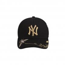Mũ MLB New York Yankees Adjustable Hat In Black With Flower Pattern